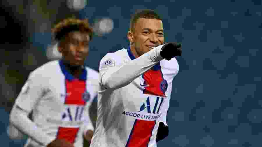 Mbappé comemora seu gol marcado na vitória após entrar em campo já no fim da partida - Pascal Guyot