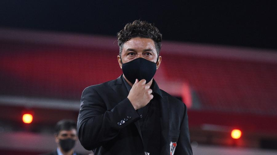 Marcelo Gallardo, técnico do River Plate, usa máscara na partida contra o São Paulo na Libertadores - Marcelo Endelli/Reuters