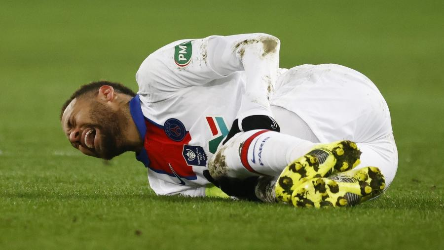 Neymar saiu machucado de jogo do PSG contra o Caen pela Copa da França, na quarta-feira (10) - Stephane Mahe/Reuters