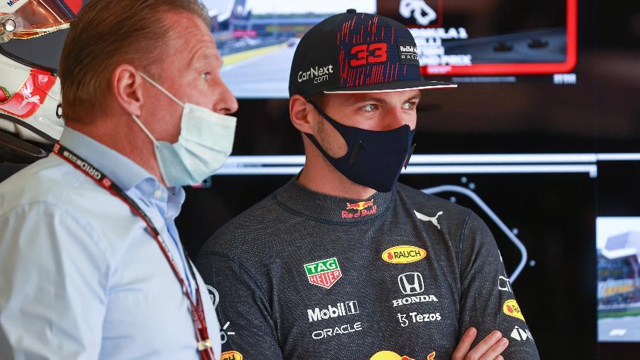 Jos Verstappen com o filho, Max, líder do Mundial de F-1 e vencedor de cinco etapas nesta temporada - Getty Images