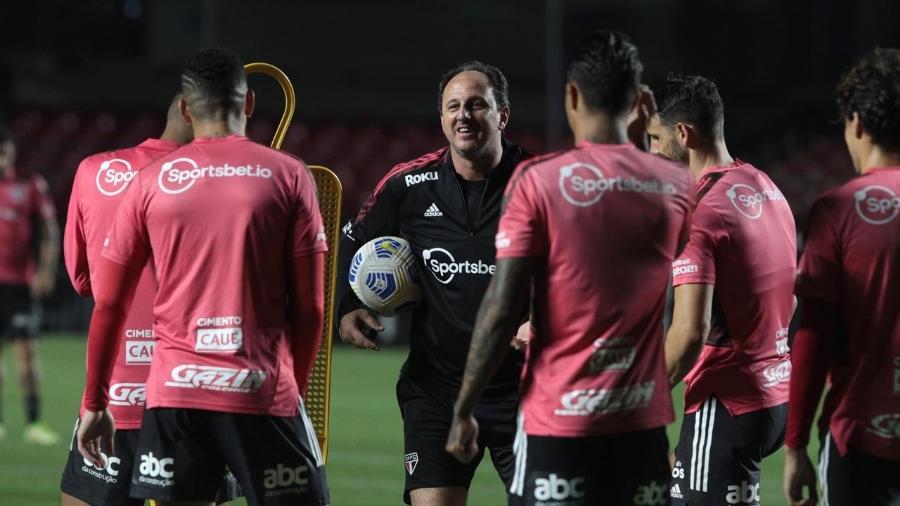 Rogério Ceni comanda primeiro treino após voltar ao São Paulo - Rubens Chiri / saopaulofc