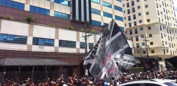 Gaviões da Fiel protesta contra banimento em frente à federação paulista de futebol - Divulgação/Gaviões
