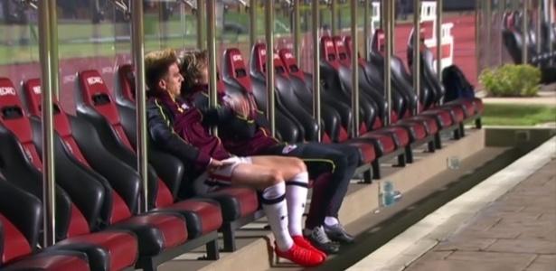 Buffarini e Lugano ficaram conversando no banco de reservas após derrota do São Paulo