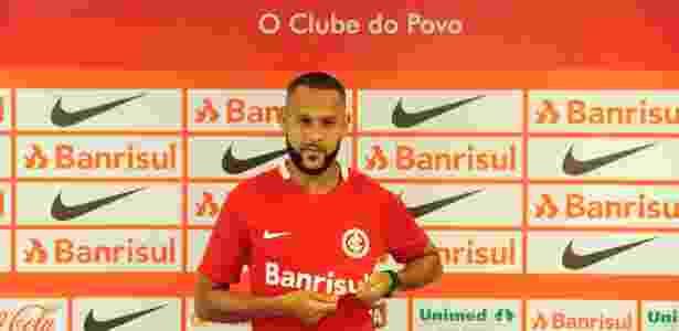 Carlinhos sofreu com lesões, ficou três meses fora do time e agora precisa provar - Ricardo Duarte/Inter