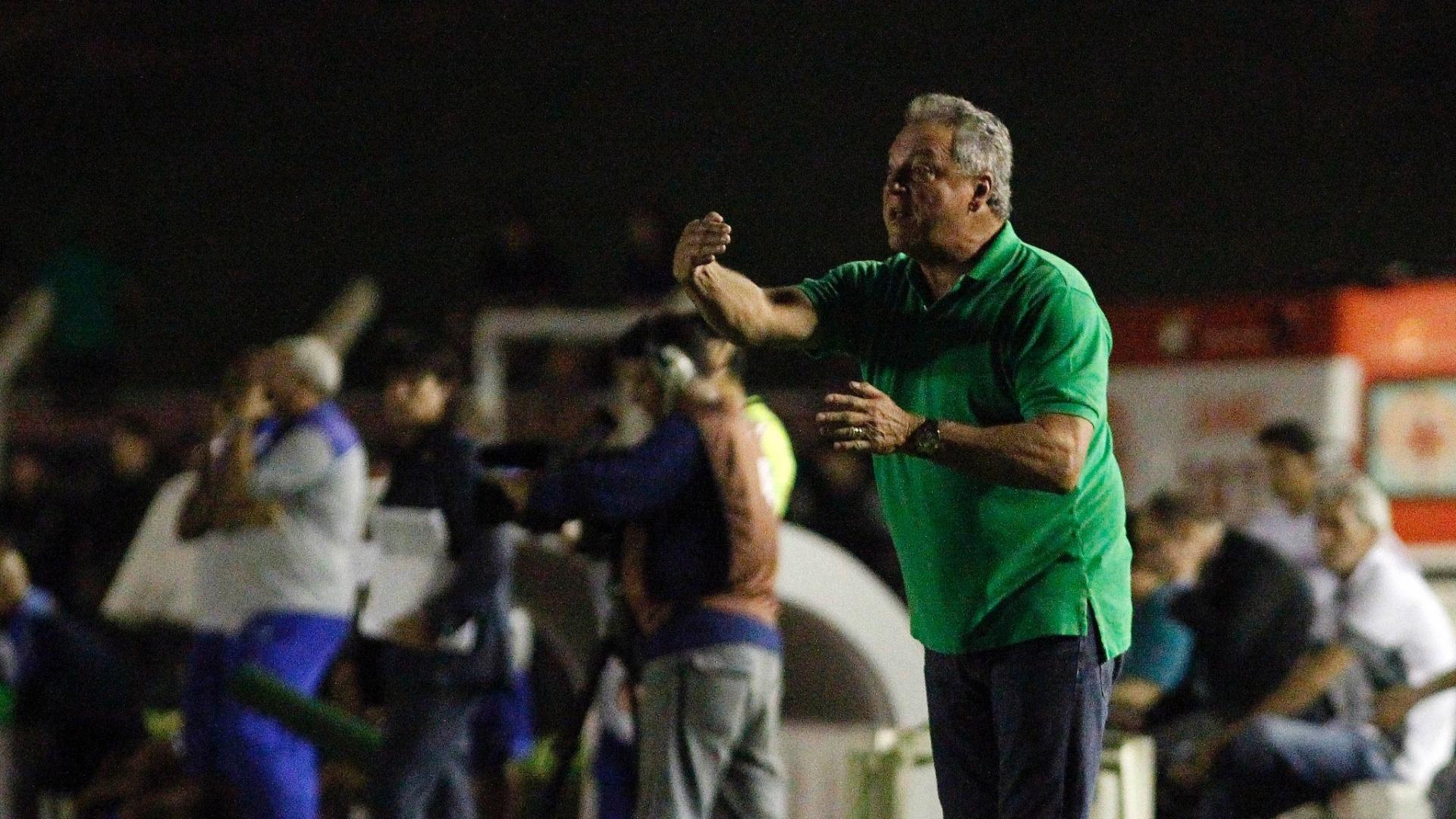 Abel Braga comanda o Fluminense contra o Sinop