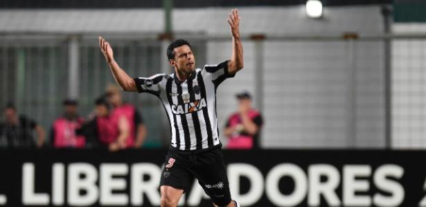 Fred comemora um de seus gols pelo Atlético-MG contra o Sport Boys