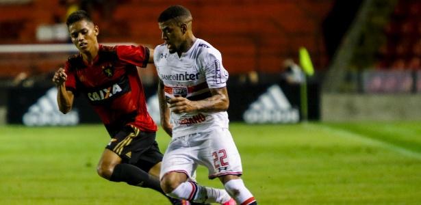 O lateral esquerdo Júnior Tavares