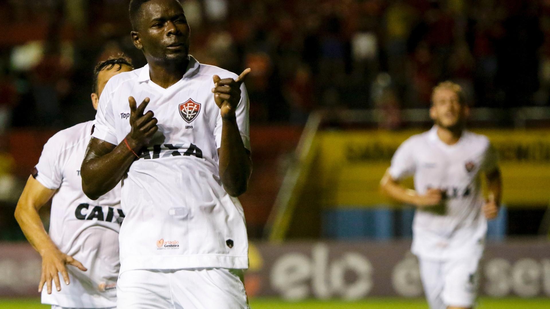 Kanu comemora gol do Vitória contra o Sport