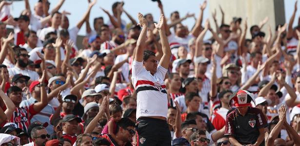 Torcedores do São Paulo fizeram promessas e apoiaram o time contra a queda - Rubens Chiri / saopaulofc.net