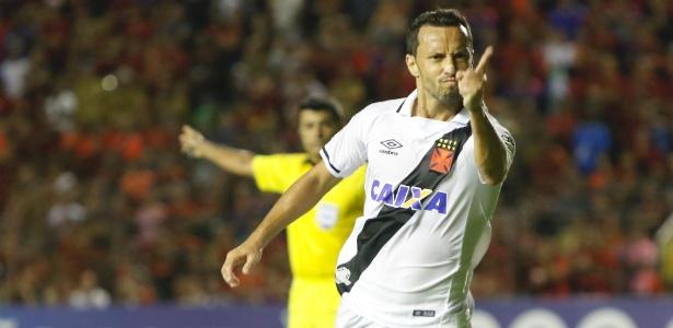 Nenê comemora gol pelo Vasco