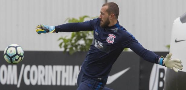 Desejado pelo São Paulo, Walter estará na meta do Corinthians nos próximos jogos