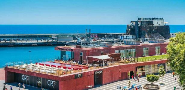 Hotel Pestana CR7 em Funchal, na Ilha da Madeira; também há uma unidade em Lisboa