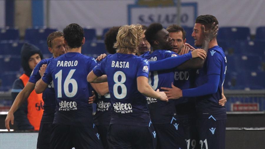 Lulic comemora seu gol após gol da Lazio sobre a Fiorentina - Paolo Bruno/Getty Images