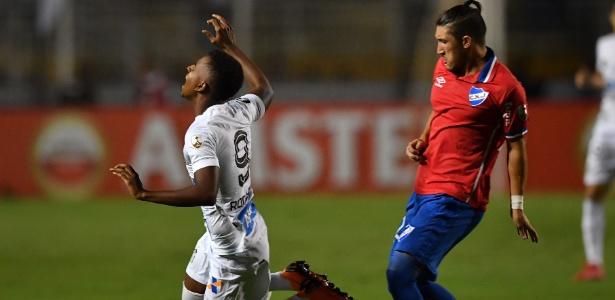 Rodrygo deu trabalho para a defesa uruguaia. Em seu gol, ele driblou dois marcadores