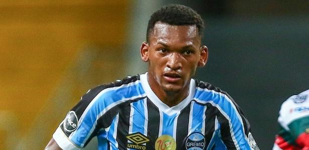 Jailson em ação pelo Grêmio; volante ganhou espaço no time titular de Renato