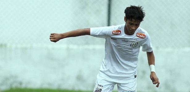 Lucas Yanase já defendeu o Santos entre 2013 e 2014, mas foi dispensado do clube