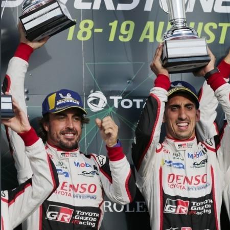 Alonso e sua equipe comemoram vitória na etapa britânica do Endurance - Reprodução/Twitter/WEC