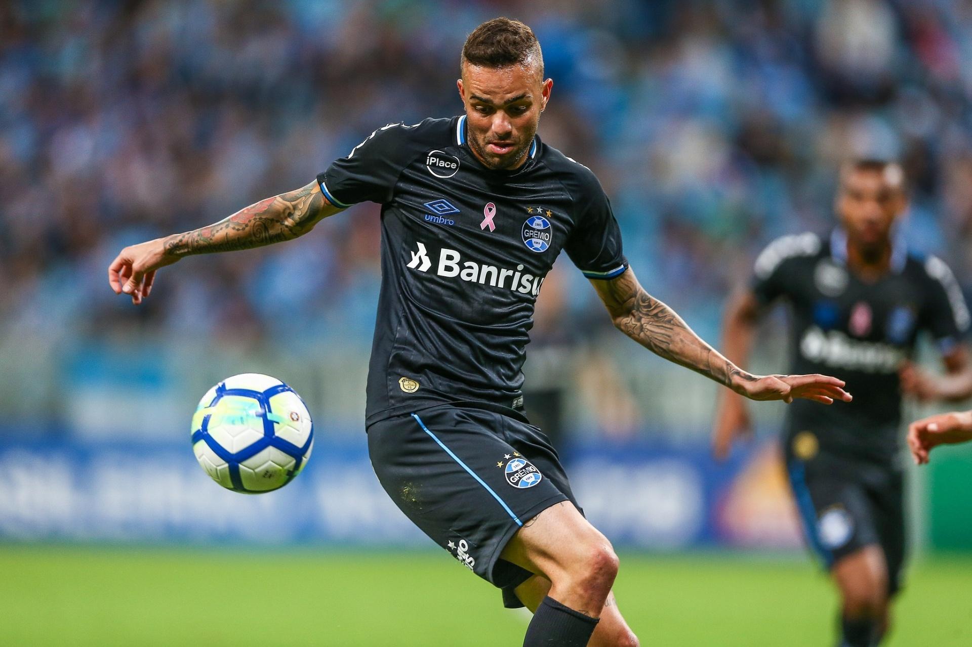 Grêmio empata com Bahia no fim e perde chance de ser vice-líder -  06 10 2018 - UOL Esporte 6bd9d95aff761