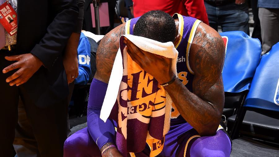 LeBron James se emociona após superar marca de Michael Jordan na NBA - Andrew D. Bernstein/NBAE via Getty Images
