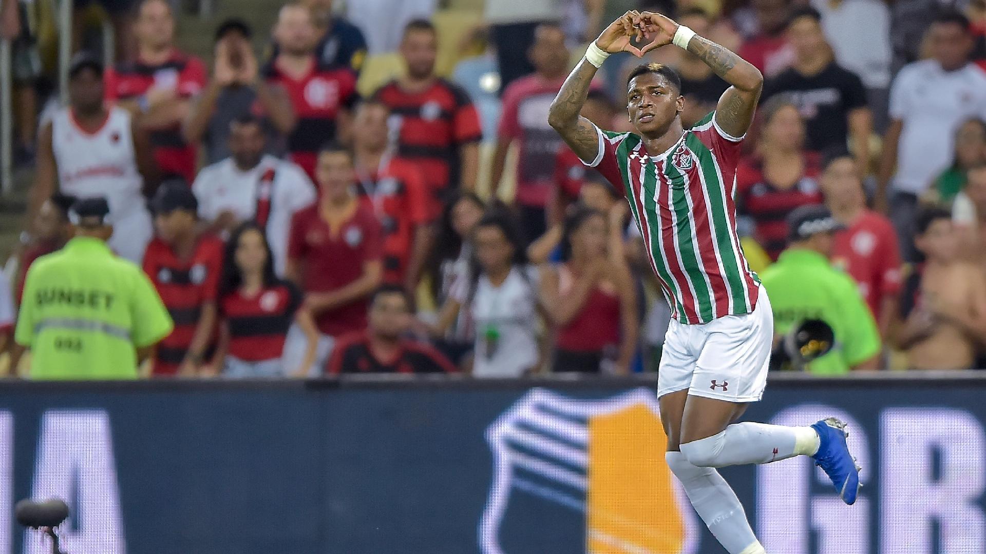 Yony Gonzalez comemora gol de pênalti para o Fluminense durante partida contra o Flamengo pelo Campeonato Carioca