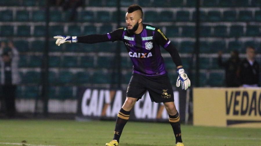 Alex Muralha defende a meta do Figueirense contra o Santos pela Copa do Brasil - Flickr Figueirense