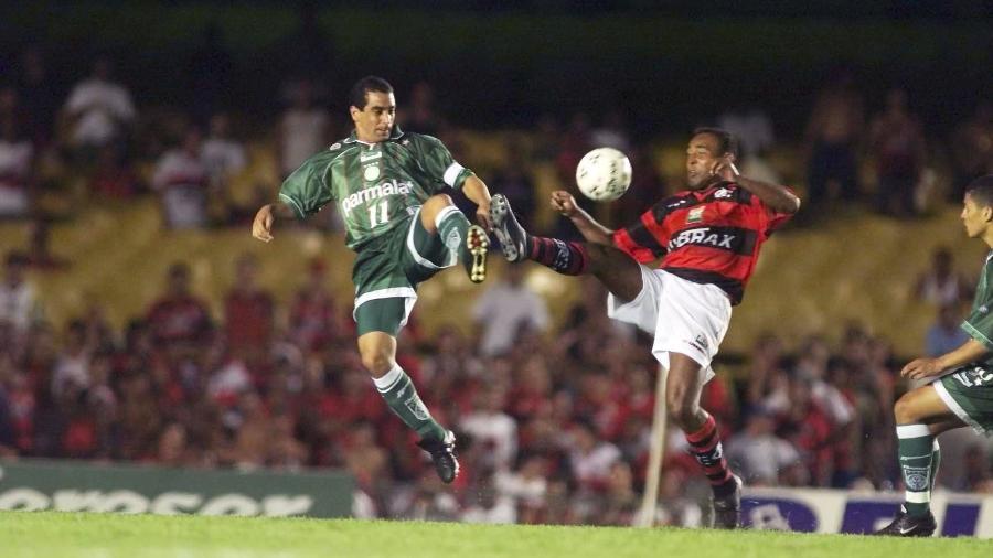 Zinho e Marcelo disputam lance na final da Copa Mercosul de 1999 entre Palmeiras e Flamengo - Ormuzd Alves/Folhapress