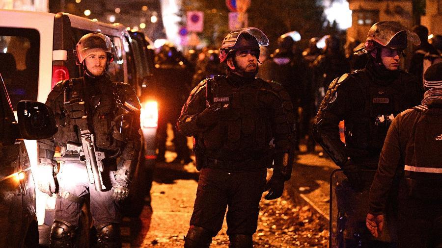 Torcedores do Galatasaray e polícia francesa entram em confronto em Paris - FRANCK FIFE / AFP