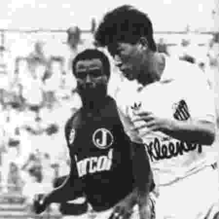 """Foram 35 jogos e quatro gols pelo Santos. Ganhou o apelido de """"exterminador verde"""" por ter marcado contra o Palmeiras, em 1990, e foi para o muro - Arquivo"""
