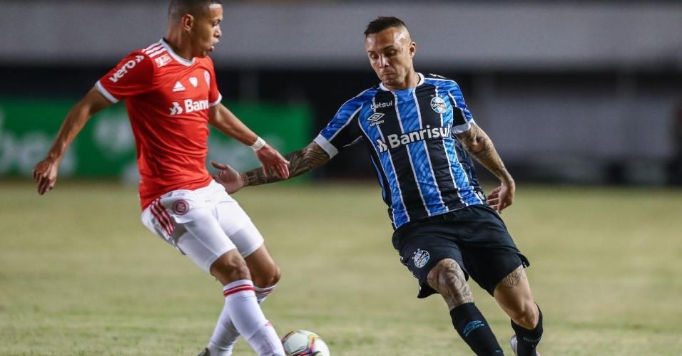 Everton Cebolinha, do Grêmio, durante partida contra o Inter pelo Campeonato Gaúcho