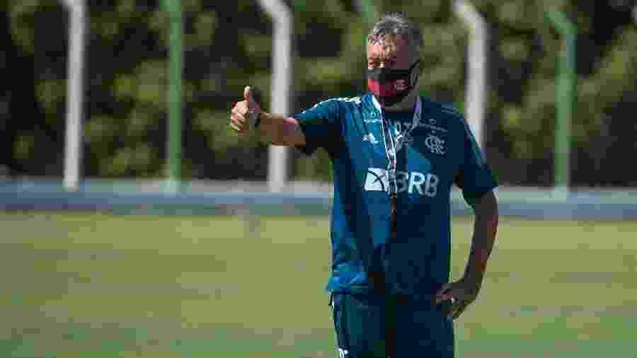 Domènec Torrent gesticula durante treino do Flamengo - Alexandre Vidal/Flamengo