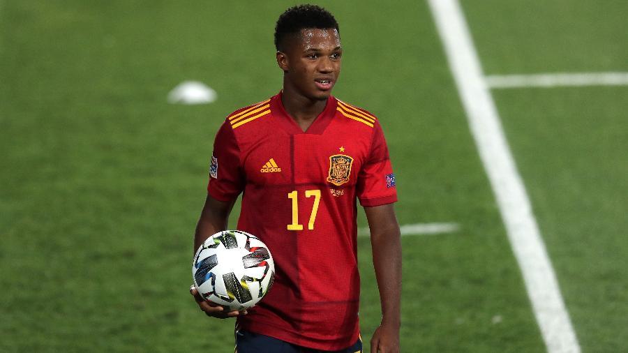 Ansu Fati, em jogo da Espanha contra a Ucrânia, pela Liga das Nações - Gonzalo Arroyo Moreno/Getty Images