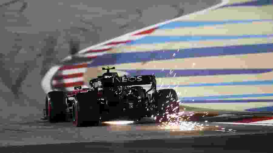 Valtteri Bottas vai sair na pole durante o classificatório do GP de Sakhir - Getty Images