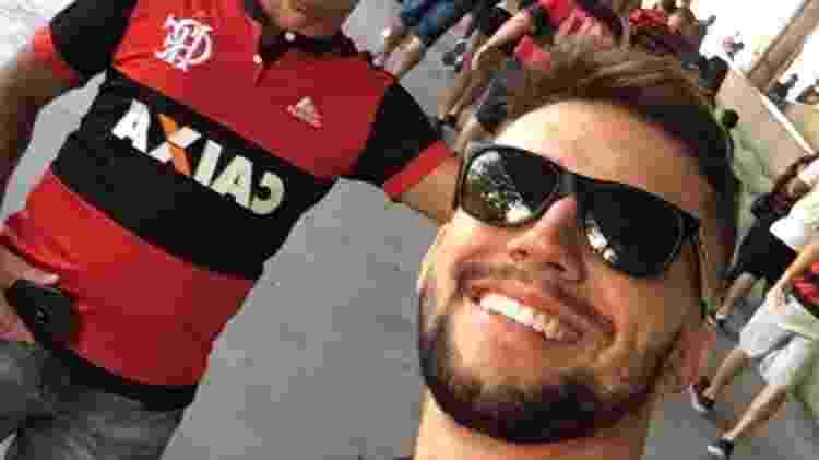 Arthur Picoli, membro do BBB 21, ao lado do pai em jogo do Flamengo - Reprodução/Instagram - Reprodução/Instagram