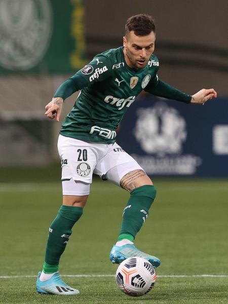 Lucas Lima, meia do Palmeiras, foi flagrado em uma balada clandestina - Cesar Grecco