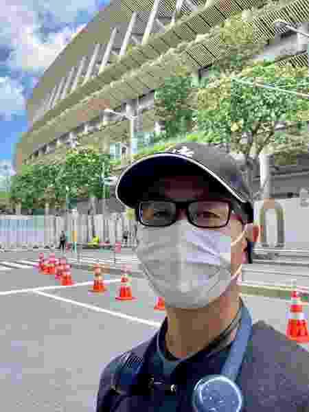 Streamer Marcio Takayama, paulistano radicado há 20 anos no Japão, próximo ao Estádio Nacional de Tóquio-2020 - Juliana Sayuri/UOL - Juliana Sayuri/UOL