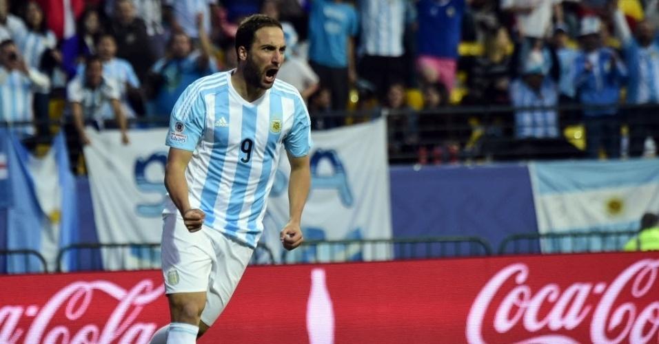 Higuaín comemora gol da Argentina contra Jamaica pela Copa América