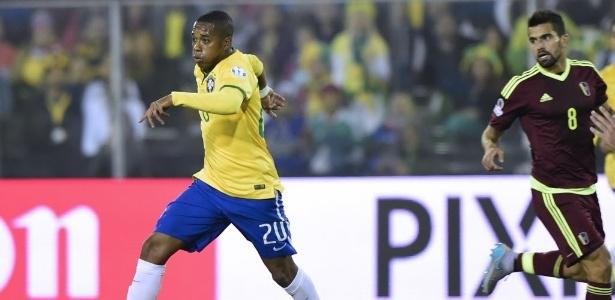 Robinho disputou a Copa América de 2015, no Chile - AFP PHOTO / LUIS ACOSTA