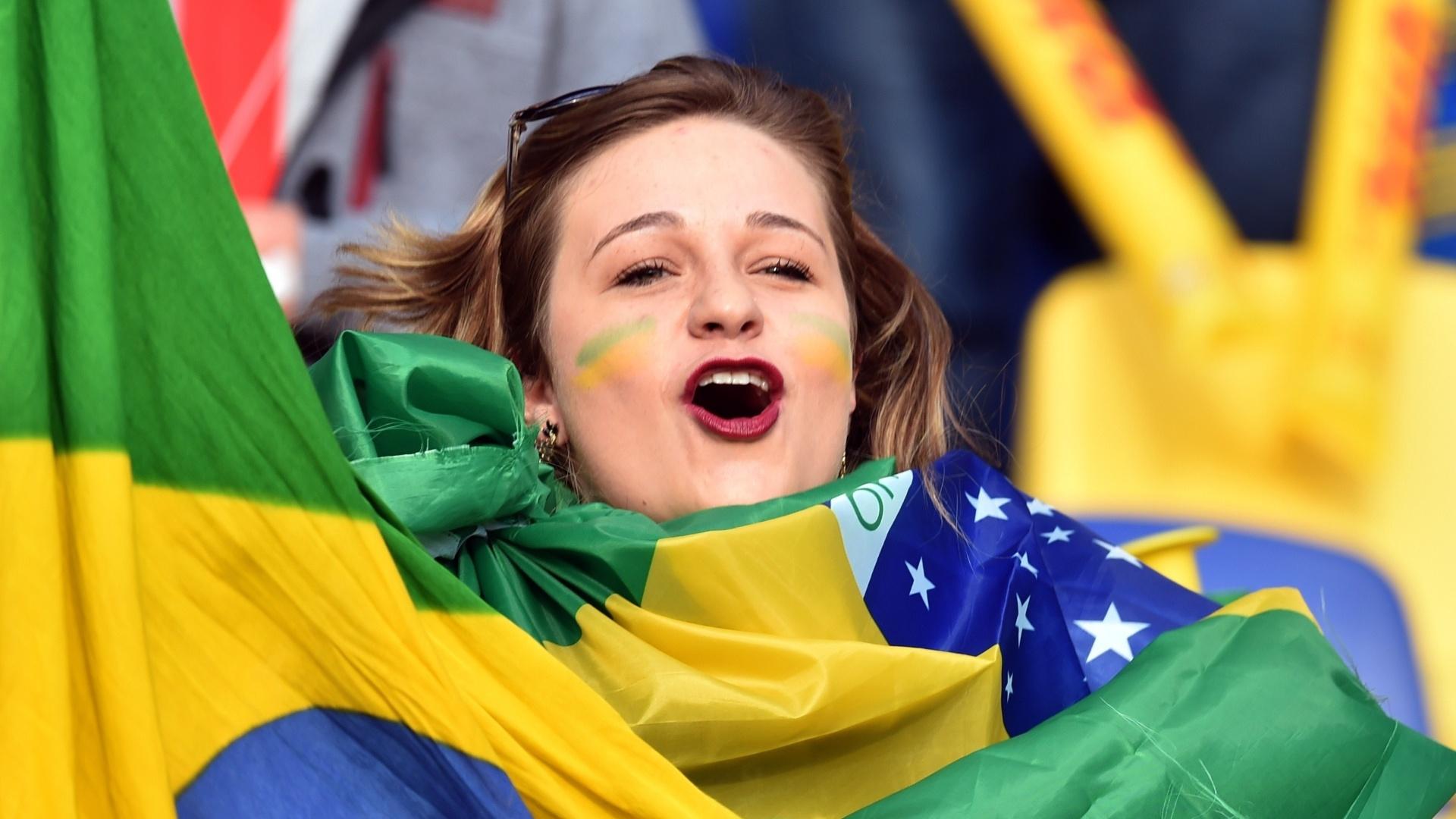 Torcedora brasileira em Concepción antes das quartas de final da Copa América