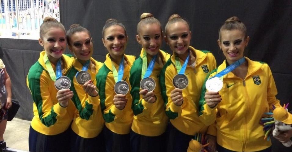 Equipe brasileira conquistou a medalha de prata na final com arcos e maças