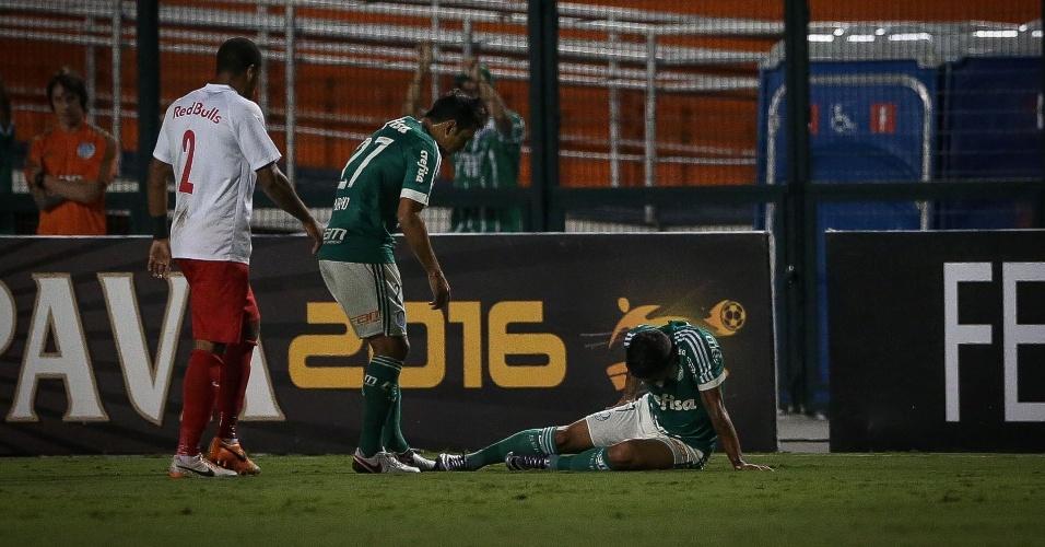 Dudu sente lesão e é substituído no duelo Palmeiras x Red Bull