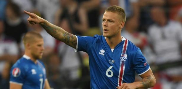 Sigurdsson marcou um dos gols da Islândia na vitória contra a Inglaterra - Xinhua/Guo Yong