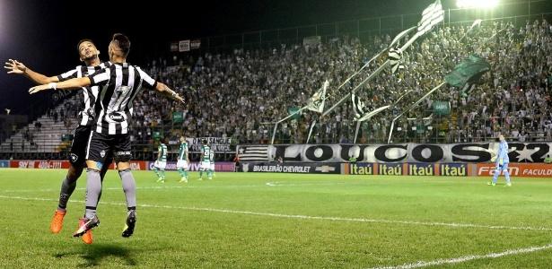 Neílton celebra mais uma vitória pelo Botafogo