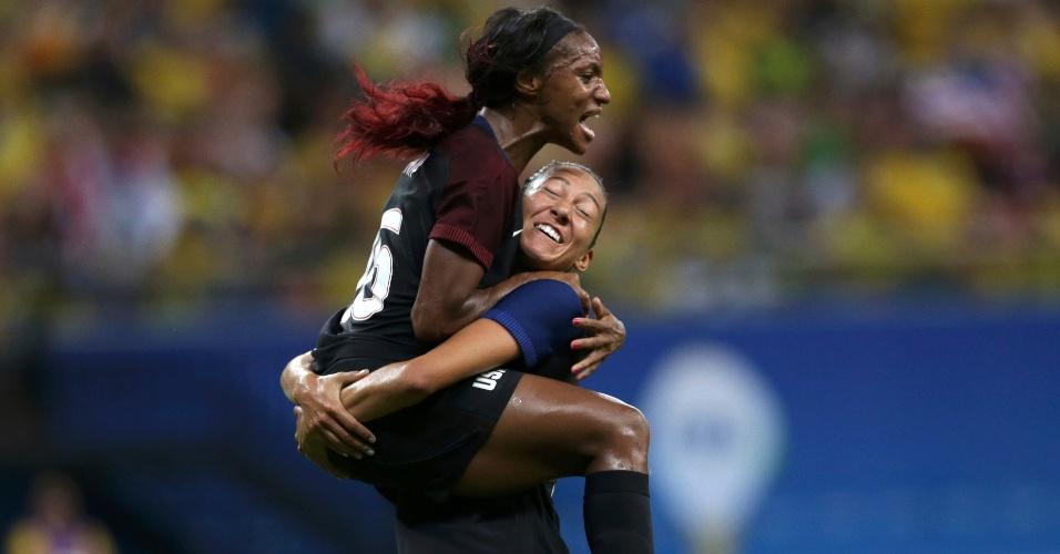 Crystal Dunn vira para a equipe norte-americana contra a Colômbia