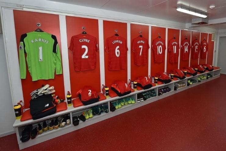 Vestiário do Liverpool antes de jogo contra o Manchester United pelo Campeonato Inglês