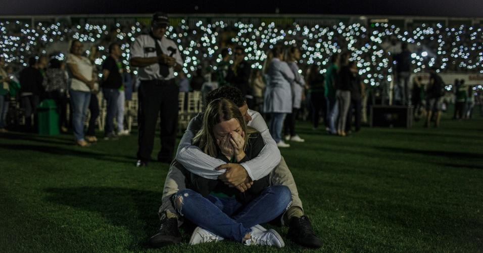 Emoção toma conta em homenagem na Arena Condá