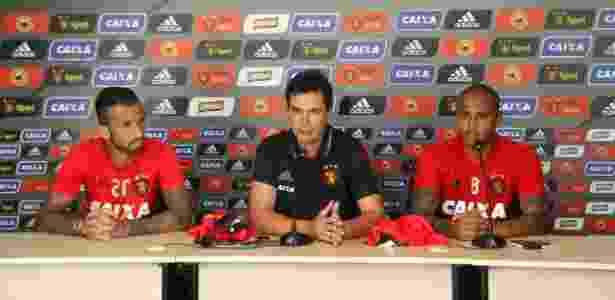Paulo Henrique (d) substituirá Leandro Pereira (e), machucado - Williams Aguiar/Sport Recife