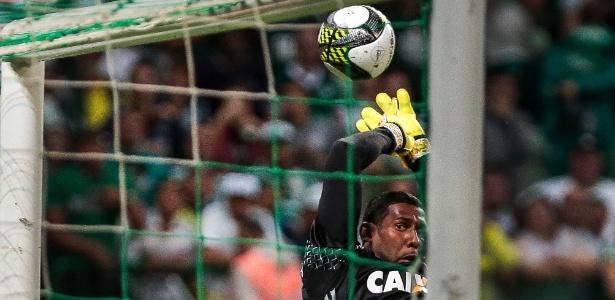 Aranha fez defesas importantes no primeiro tempo do jogo contra o Palmeiras