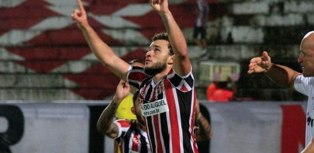 André Luis é um dos destaques do Santa Cruz na Série B