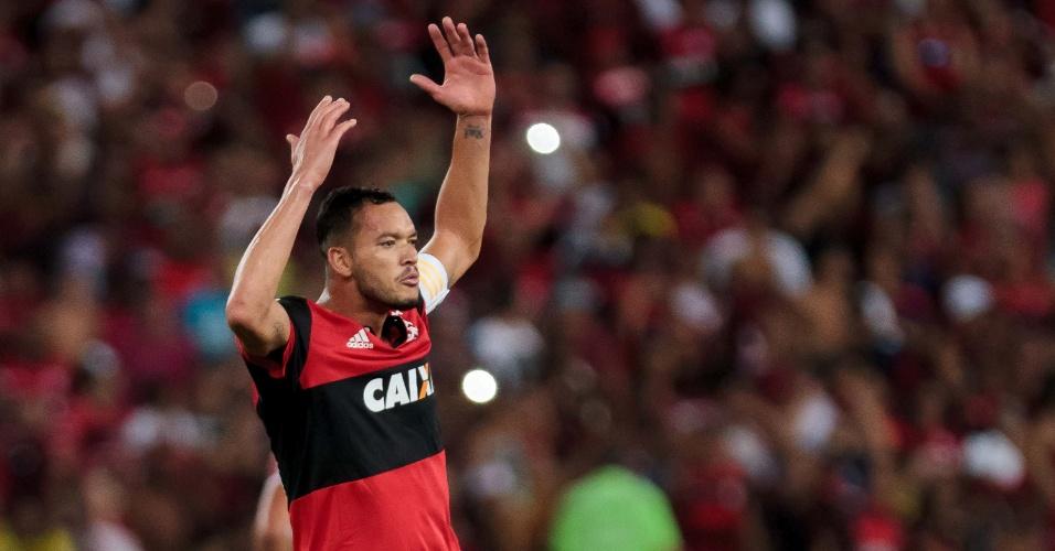 Réver comemora ao empatar para o Flamengo contra o Fluminense