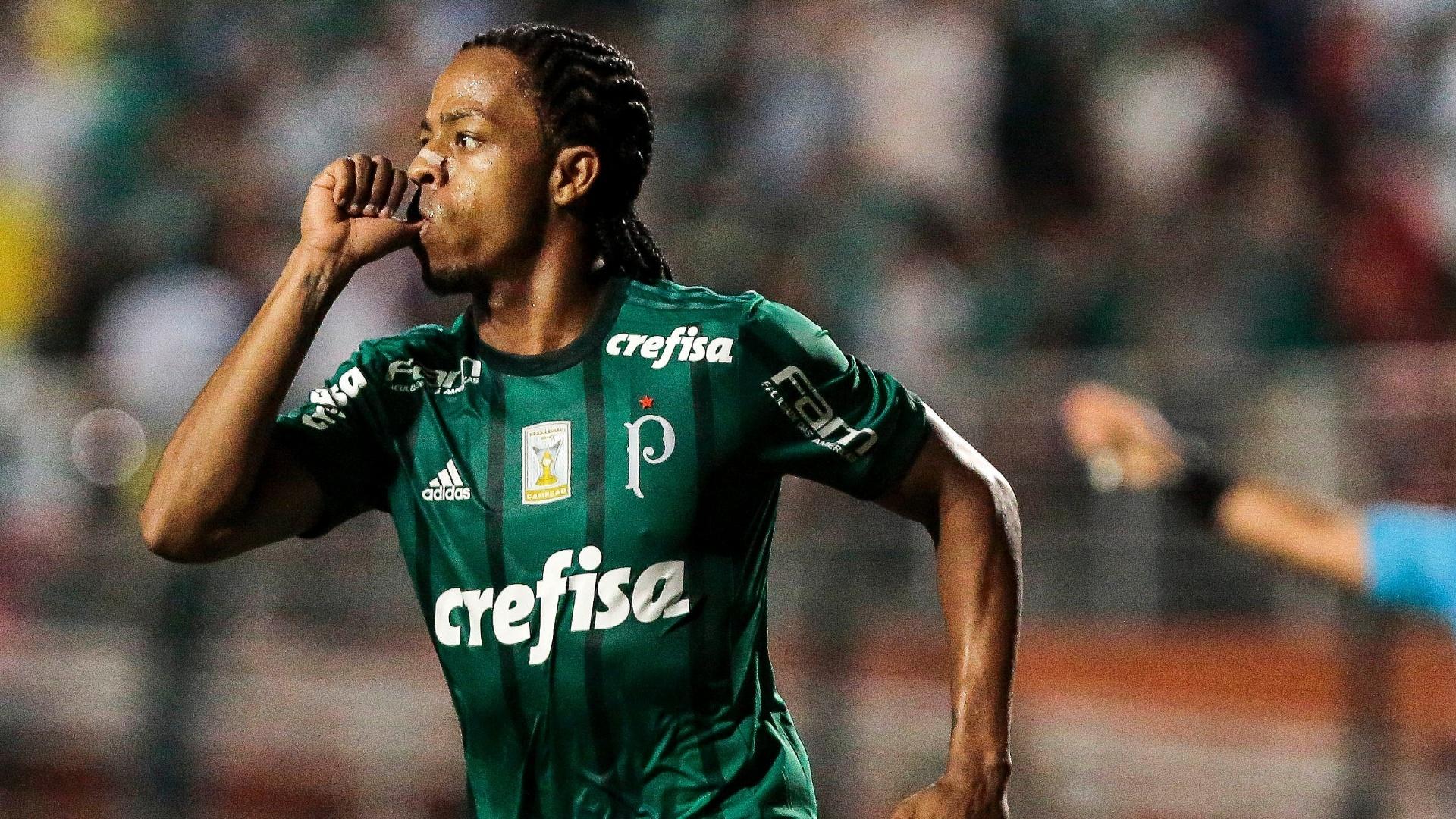 Keno comemora gol marcado para o Palmeiras contra a Ponte Preta